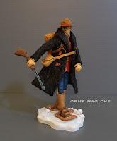 Modellino guerrigliero sulla neve con fucile racchette da neve rievocazioni storiche orme magiche