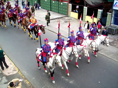 Foto al desplazamiento de los Húsares de Junín