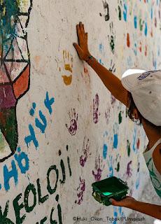 Dipingiamo i muri con i colori della vita