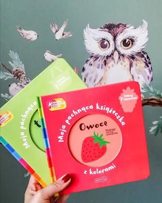 Czytam dziecku | Akademia Mądrego Dziecka. Moja pachnąca książeczka z kolorami. Owoce oraz Na targu.