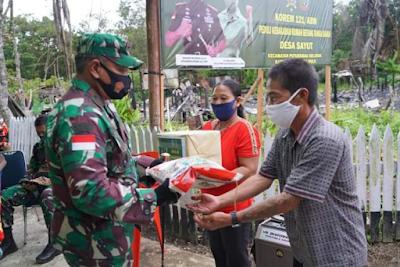 Peduli Korban Kebakaran Danrem 121/ABW Salurkan Bantuan ke Rumah Betang Sayut