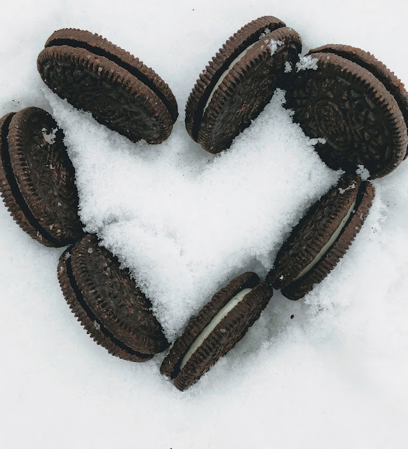 Oreos in snow #OreoCookieQuest