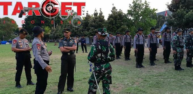 Dandim 0718 Pati Mengecek Kesiapan Pasukan Paskibraka di Alun - Alun Pati