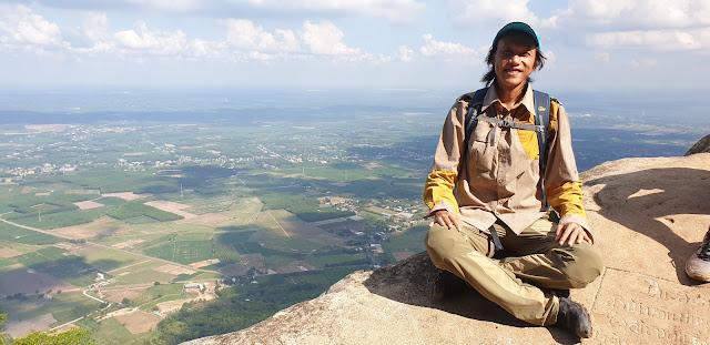 Leo núi Bà Đen đường cột điện những ngày đầu mùa mưa