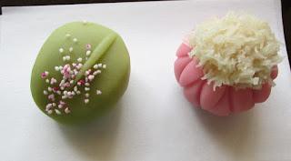 季節の主菓子<萩、着せ綿>、干菓子<栗、いちょう>