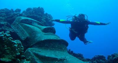 Underwater sports in Rapa Nui Island.