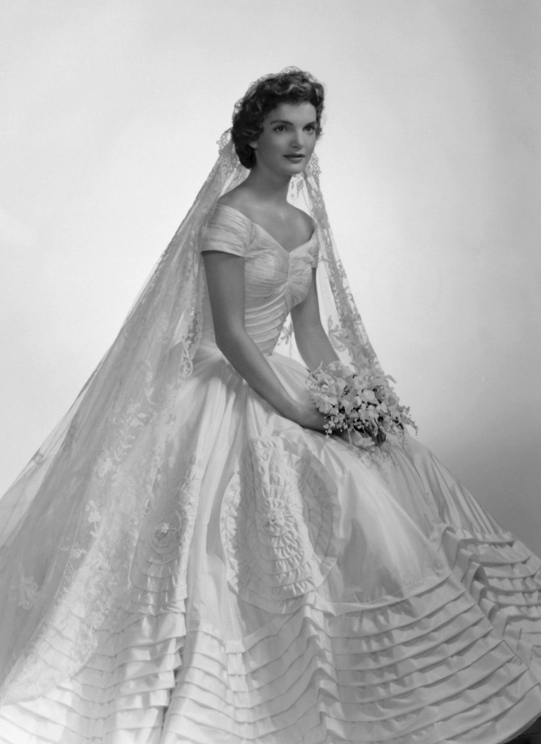 Faye 39 s reading writing reviewing basket ann lowe for for Jacqueline kennedy wedding dress