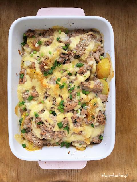 Szybka zapiekanka ziemniaczana z serem, tuńczykiem i beszamelem / Quick Potato and Tuna Casserole