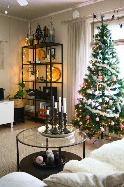 joulukoti joulukuusi olohuoneen sisustus joulu sohva