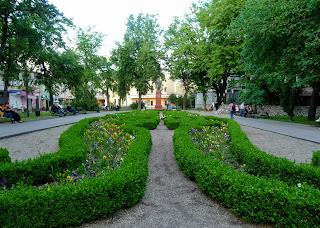 Івано-Франківськ. Площа Адама Міцкевича і пам'ятник поету