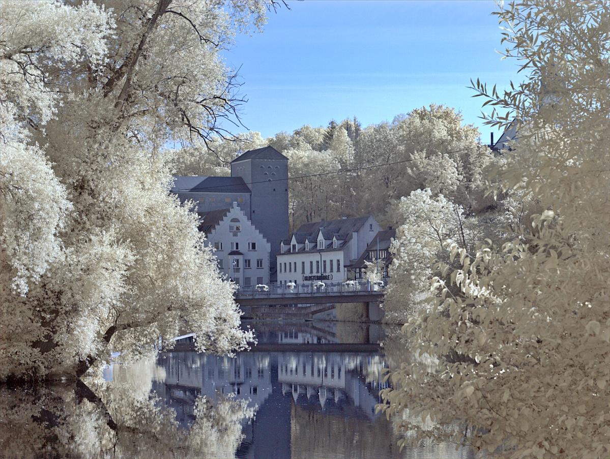Infrarote Klostermühle im Querformat
