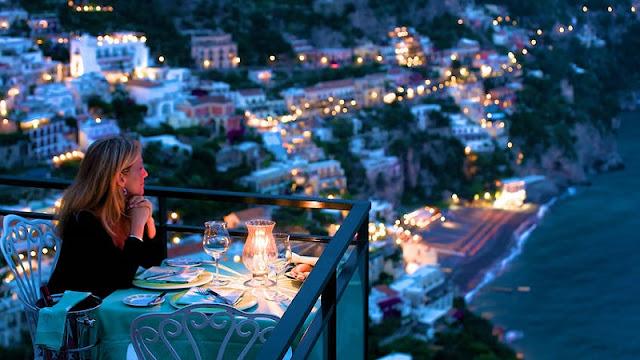 Cidades turísticas da Costa Amalfitana na Itália