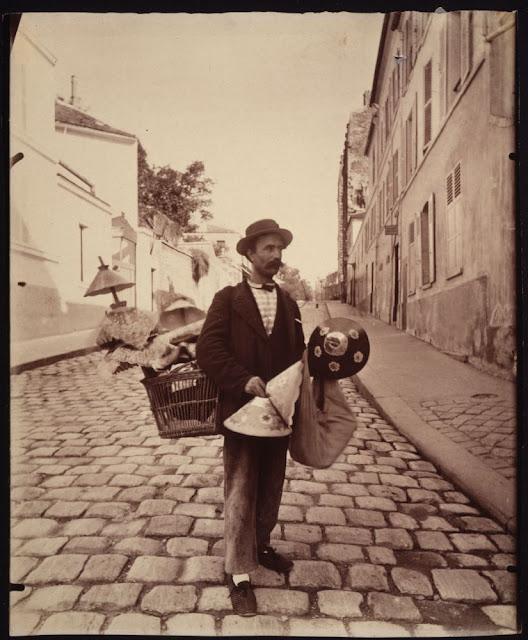 Marchard d'abat-jour, rue Lepic. 1899-1900