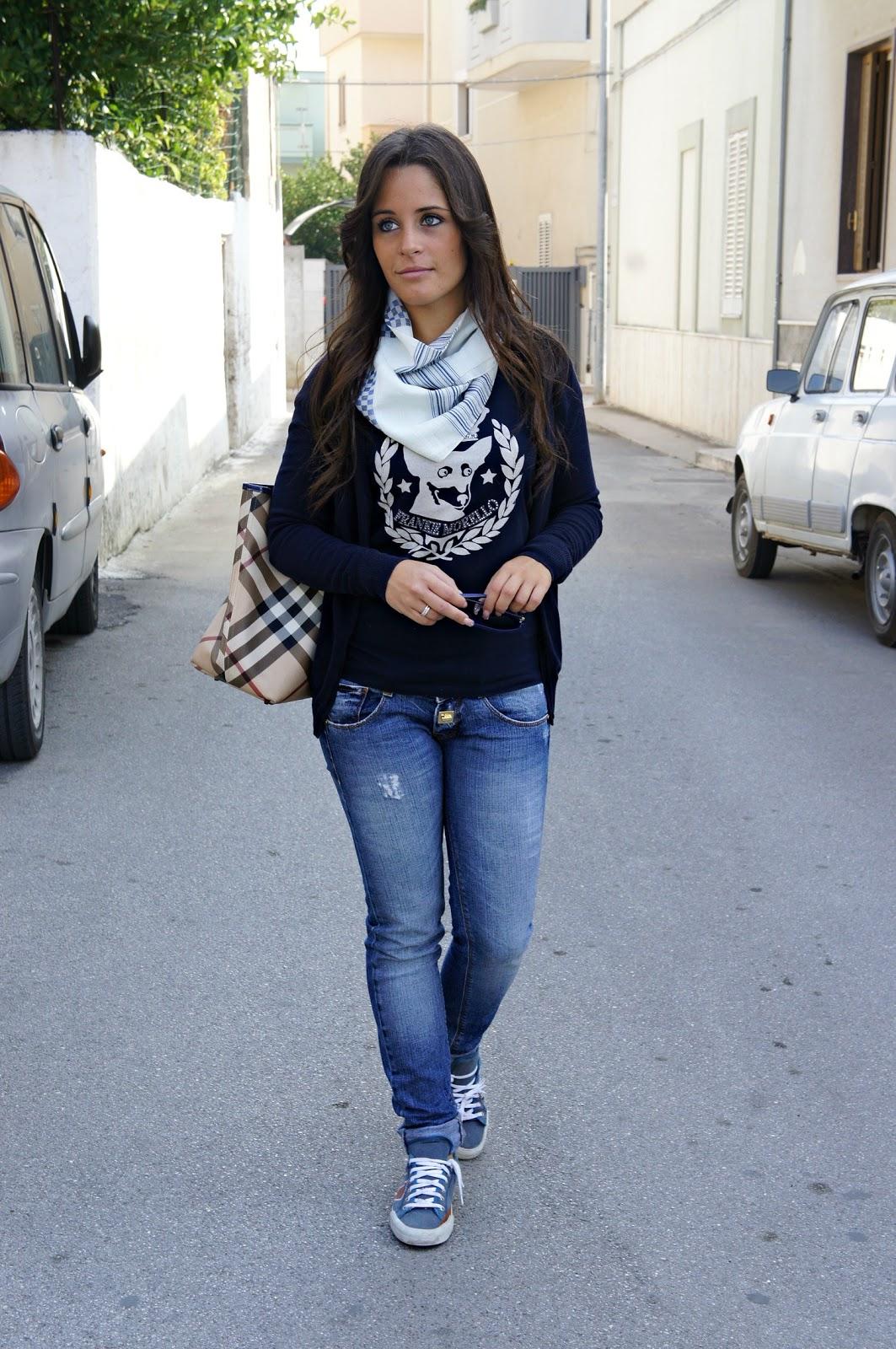 Jeans & T shirt Inside Me