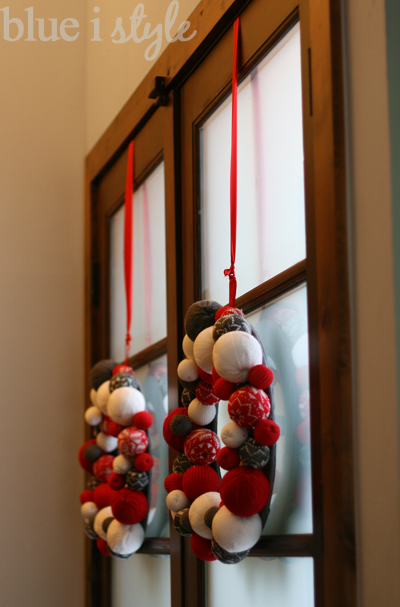 Merveilleux ... The Panes Of Glass, My Favorite Way To Hang A Wreath Is From A Long  Ribbon That Is Secured To The Top Edge Of The Door Using A Flat Head Thumb  Tack.