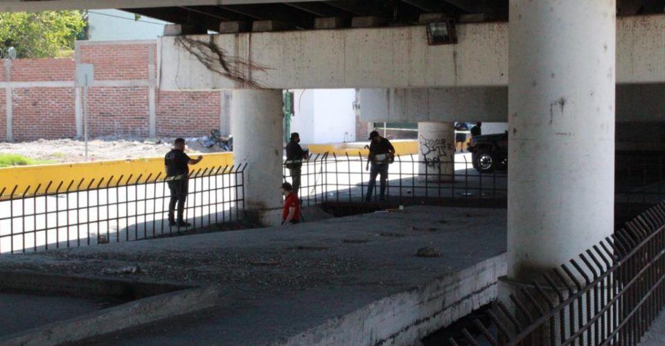 Ejecutan en Culiacán; Sinaloa a Sargento del Ejercito y abandonan el cuerpo debajo de un puente