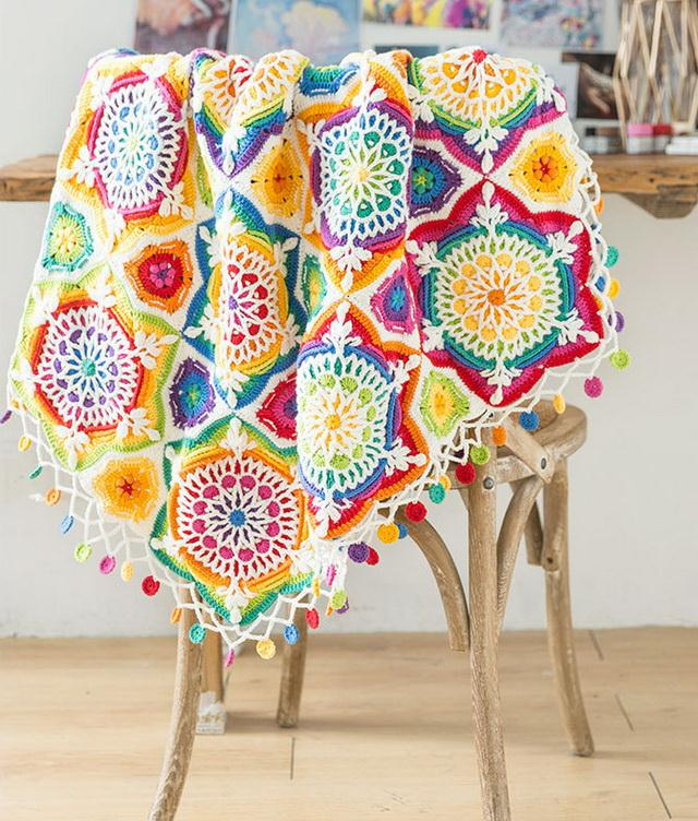 Crochet Mehndi pattern blanket, with Free crochet pattern - white