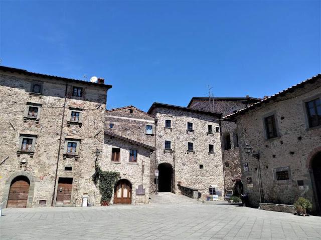 piazza borgo di filetto lunigiana
