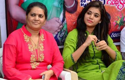 Yamini-bhaskar-birthday-celebrations7