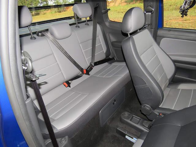 VW Saveiro Cross Cabine Dupla 2017 - espaço traseiro