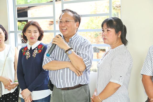 Giáo sư Hà Tôn Vinh cùng NSƯT Trịnh Kim Chi trao nhà tình thương - Ảnh 3