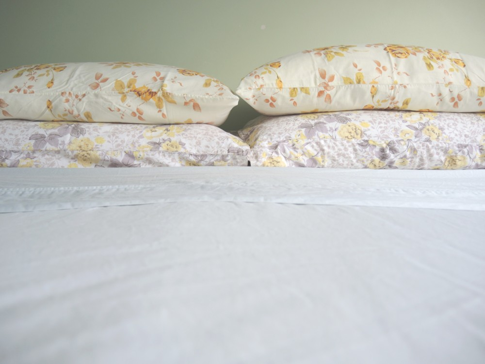 katiecrackernuts.blogspot.com.au || thrifty christmas vintage pillow slips