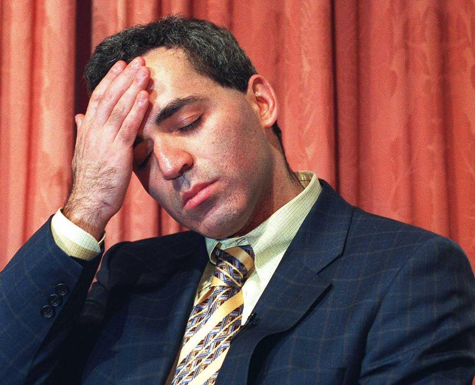 Kasparov luce abatido después de ser derrotado rápidamente por Deep Blue en su juego final. 11 de mayo de 1997.