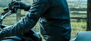 Tips Memilih Jaket Untuk Mengendarai Motor
