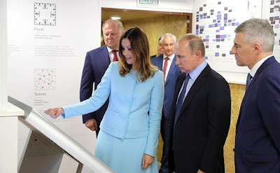 Vladimir Putin toured the exhibition of projects carried out with support from the Agency for Strategic Initiatives (ASI). With ASI General Director Svetlana Chupsheva.