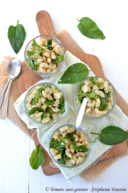 Salade de coquillettes, poire et tofu