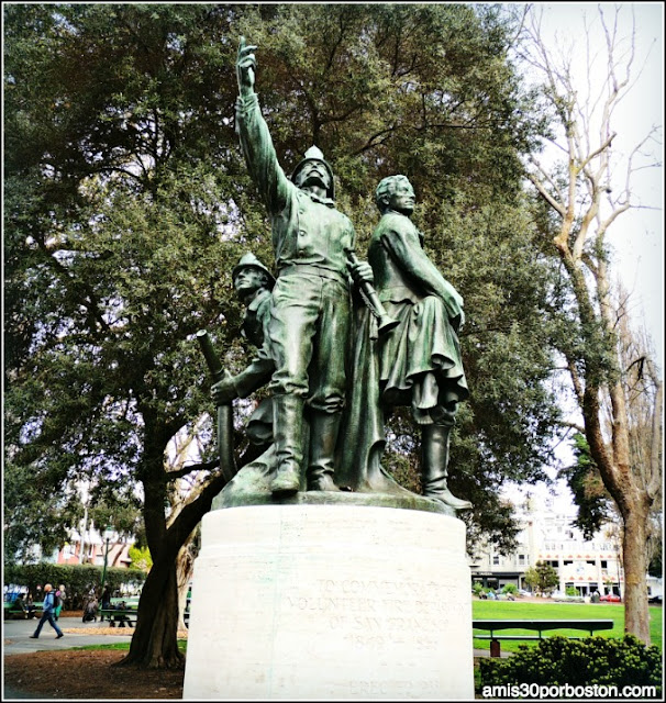 Monumento a los Bomberos, Washington Square Park en el Barrio Italiano de San Francisco