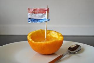 http://doemijmaaruiensoep.blogspot.nl/2014/06/diy-oranje-toetje.html