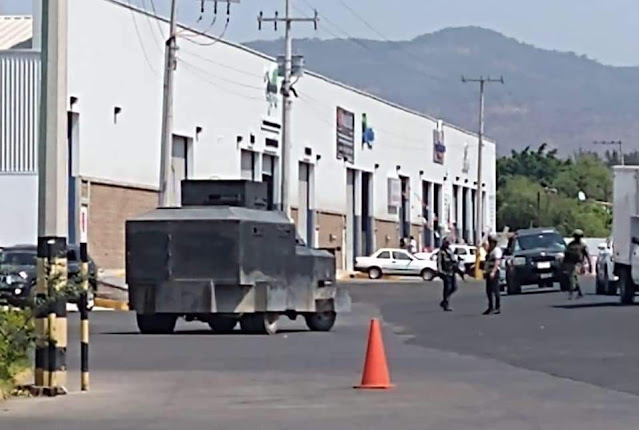 Fuerzas Federales se unen a Sicarios de Cárteles Unidos disfrazados de Autodefensas y enfrentan juntos al CJNG en Michoacán