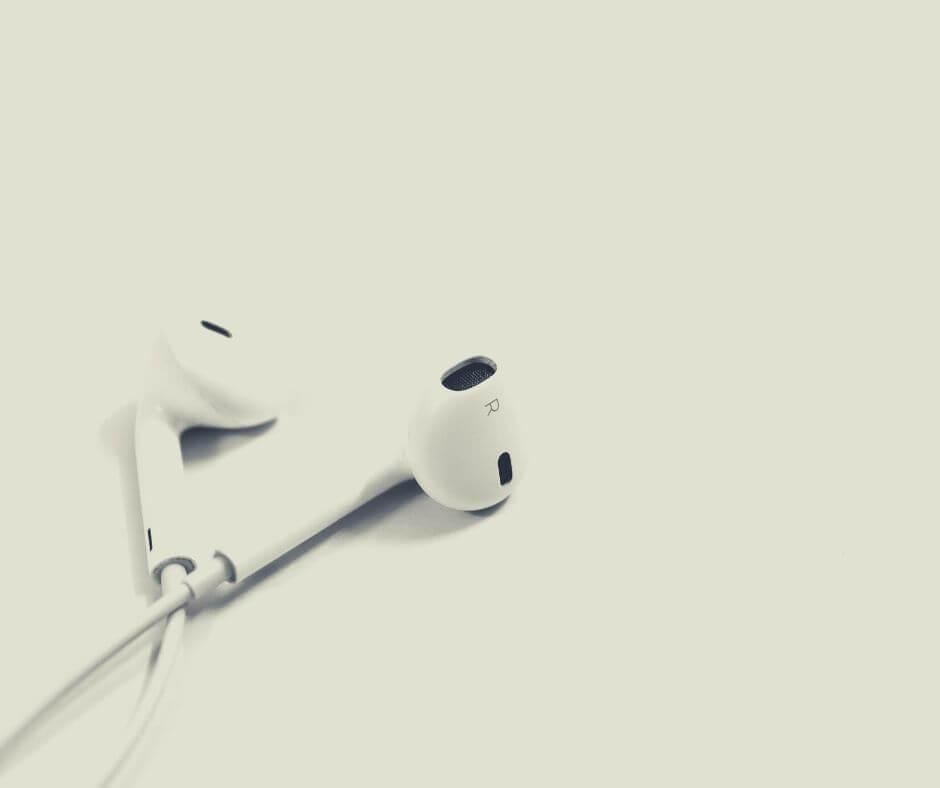 reading-listening-watching-18-earpods