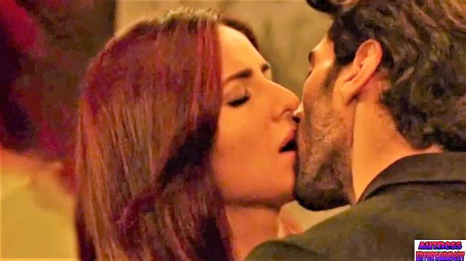 Katrina Kaif kissing scene - Fitoor (2016) HD 720p