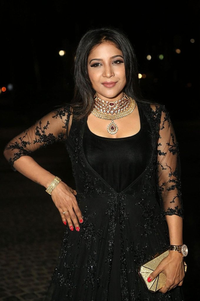 Sakshi Agarwal Photos At Jio Filmfare South Awards 2017 In Black Dress