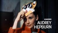 Starring: Audrey Hepburn (fotograma de créditos, protagonista principal)