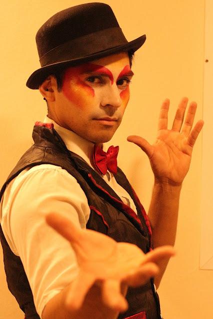 Artista de Humor e Circo pronto para entrar em cena no evento corporativo da Thyssenkrupp em Curitiba