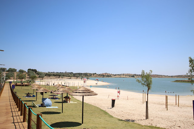 relvado da Praia Fluvial de Alqueva