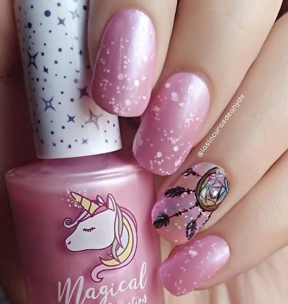 manciura en rosa de atrapasueños