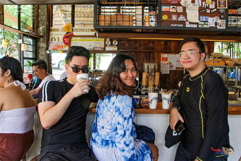 Coffee drinkers in Elyu (La Union) -- El Union Coffee
