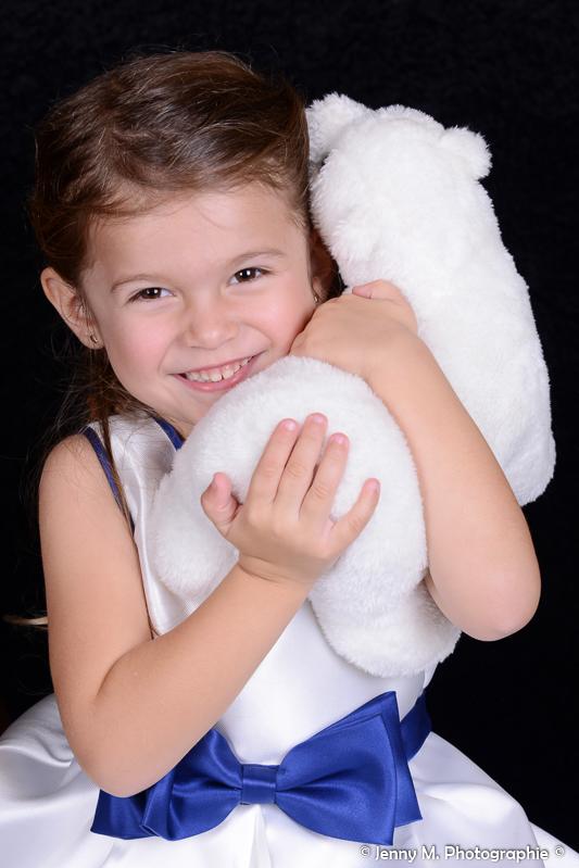 portrait enfant avec doudou calin