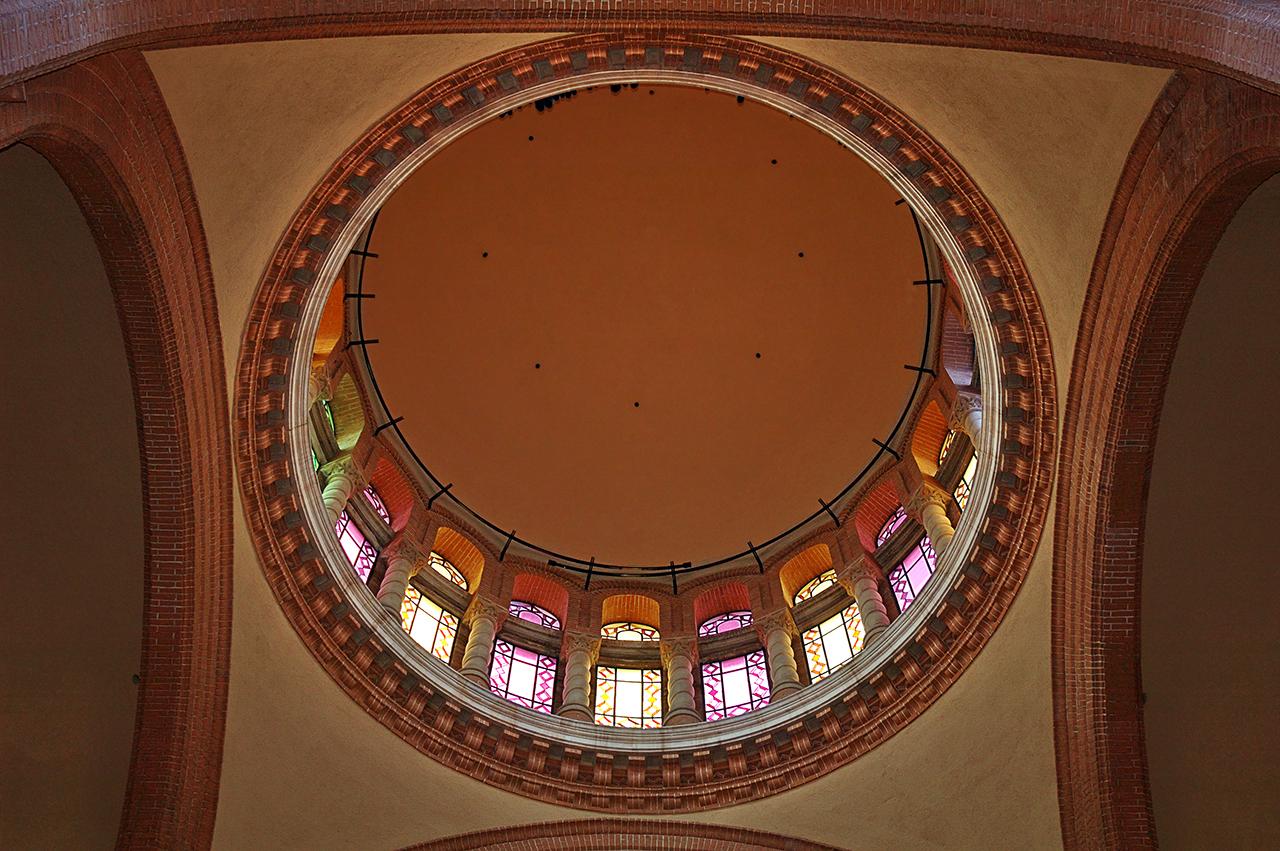 Stained glass interior of modernist dome, Aula Magna of Casa de Convalescencia, Hospital de Sant Pau, Barcelona