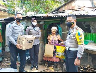Aksi Kemanusiaan Satlantas Polrestabes Makassar Sentuh Masyarakat Yang Kurang Mampu