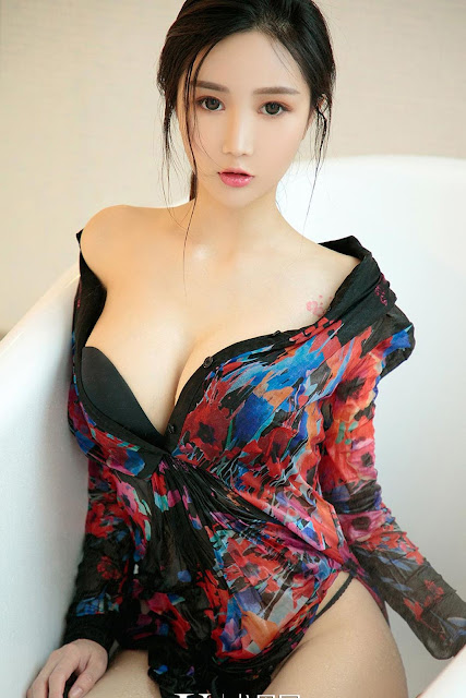 Hot and sexy big boobs photos of beautiful busty asian hottie chick Chinese booty model Li Li Li photo highlights on Pinays Finest sexy nude photo collection site.