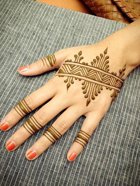 Simple Linear Design For Mehandi