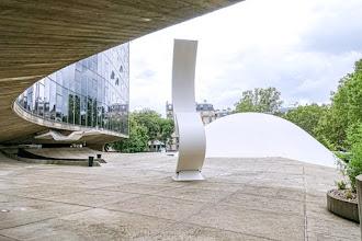 Paris : Siège du Parti Communiste, oeuvre emblématique de l'architecte brésilien Oscar Niemeyer, vocation culturelle de l'Espace Niemeyer - XIXème