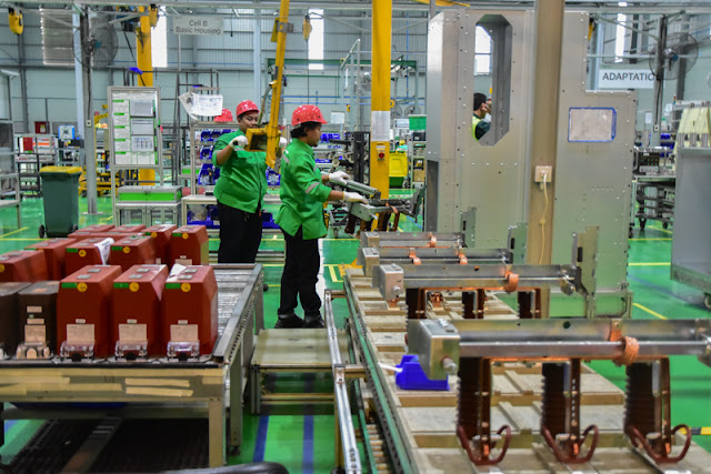transformasi digital pabrik Schneider Electric di Batam, Indonesia