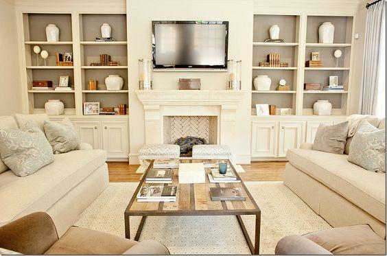 Decoração de sala de estar com lareira