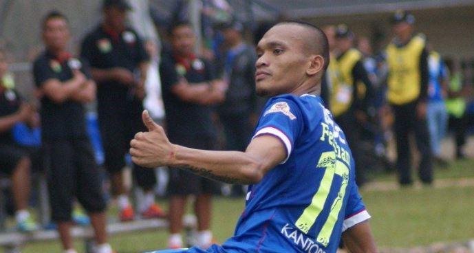 Ferdinand Sinaga Resmi Kembali Berseragam Persib Bandung